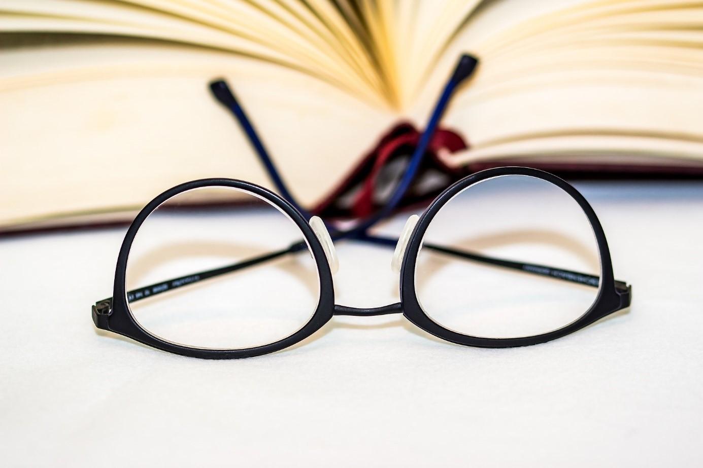 Как да съхраняваме и почистваме очилата си