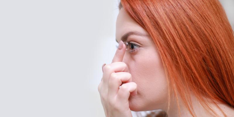 употреба на контактни лещи